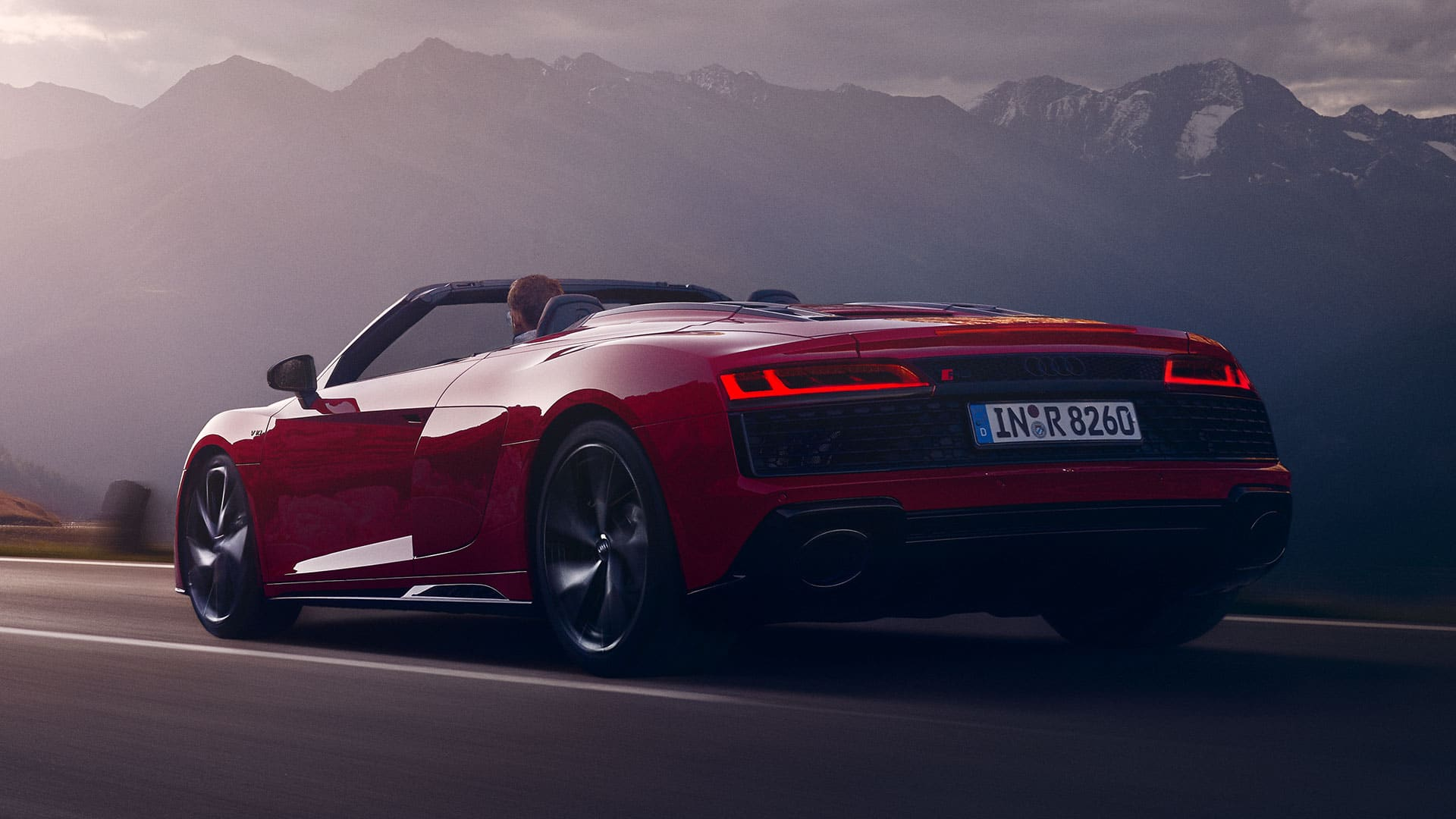 Dynamic side view Audi R8 Spyder V10 RWD